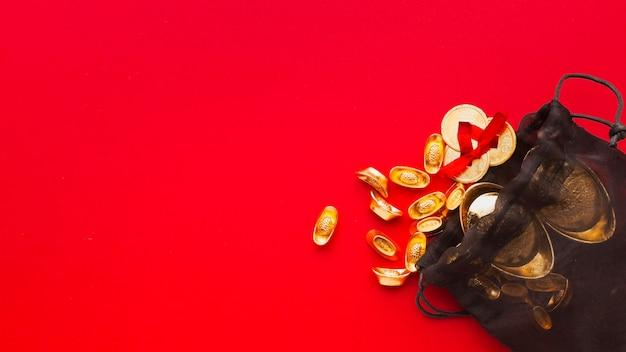 Новый год китайский 2021 золотые предметы копировать пространство