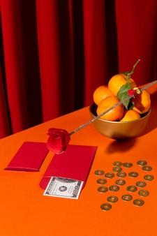 Новый год китайский 2021 высокий вид апельсины и монеты