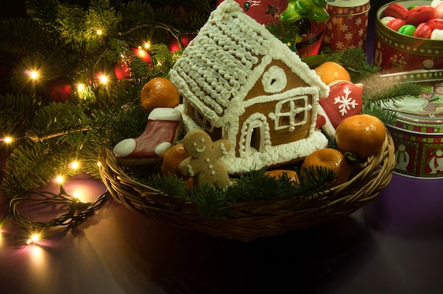 みかんと小さな家と新年のクリスマスクッキー