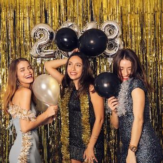 Partito di club di new year con palloncini