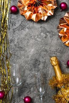 Новогодний состав очков с мишурой