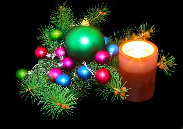 Новогоднее украшение- шары, мишура, свечки. на черном фоне