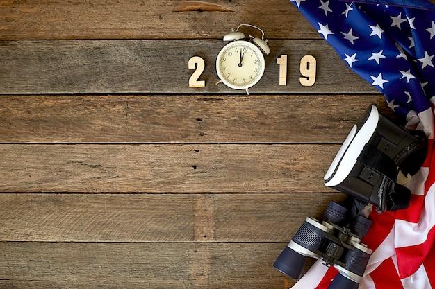 Новогодний флаг америки на деревянном