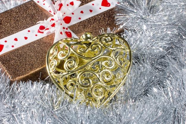 새해 선물 상자. 축제 크리스마스 서프라이즈