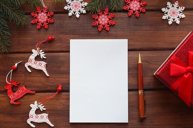Новогодняя цель или список еловых веток ручка и блокнот для записи целей или результатов года