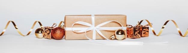 Новогодние золотые подарки для счастливого рождества