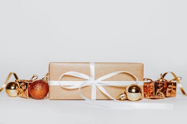 Новогодние золотые подарки
