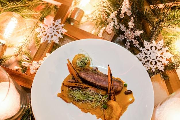 年末年始のお祭り料理。絶妙なレストランの食事。健康的な肉料理のコンセプト