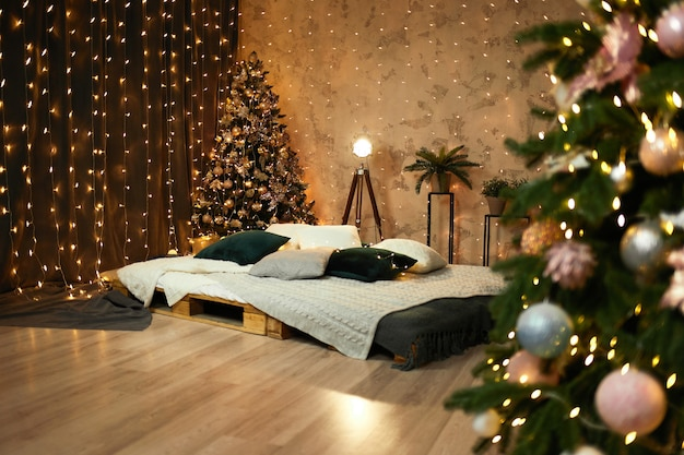 スタジオの新年のインテリア。クリスマスの飾り