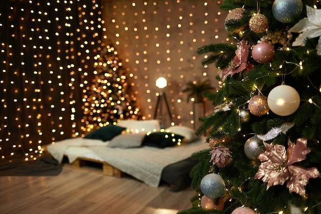 スタジオの新年のインテリア。クリスマスムード