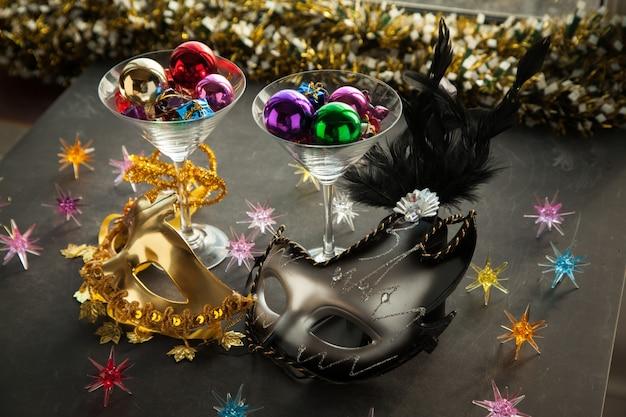 새해 전야를 축하하기 위해 새해 마스크 파티 장식 카니발 안면 마스크