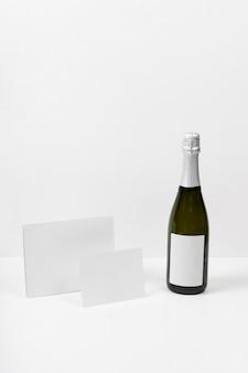 Mock-up di capodanno con pezzi di carta
