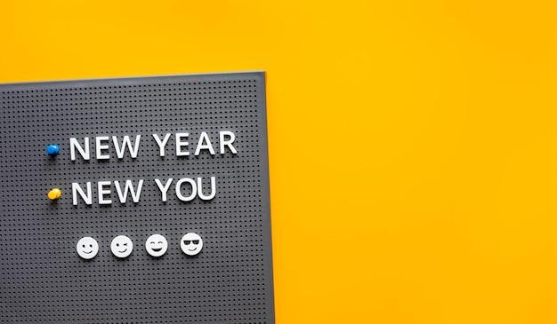 새해 새 당신은 컬러 배경에 텍스트. 영감과 동기 부여 concepts.copy 공간