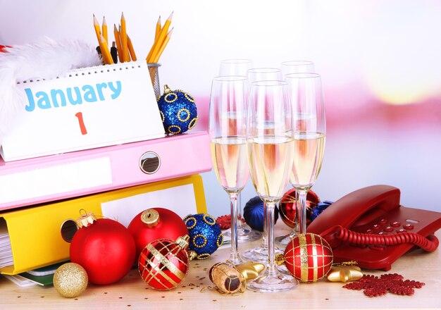 Новогодняя вечеринка в офисе крупным планом
