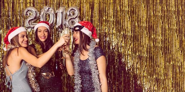 Concetto di partito di nuovo anno con le ragazze
