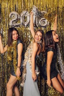 Festa di new year con le ragazze