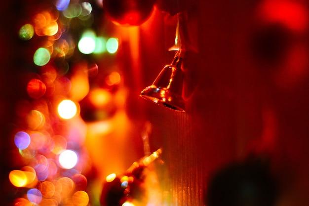 Новогодний колокольчик в гирлянде из боке