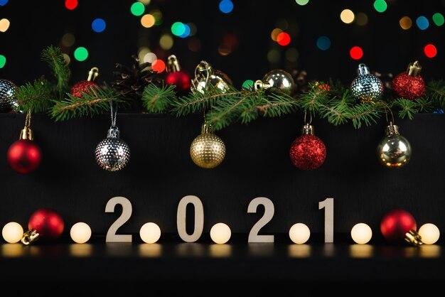 暗い背景の新年の構成2021