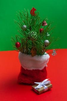 新年の作曲。クリスマスの背景、レイアウト。クリスマスアイテムのコピースペース付き。新年の静物。
