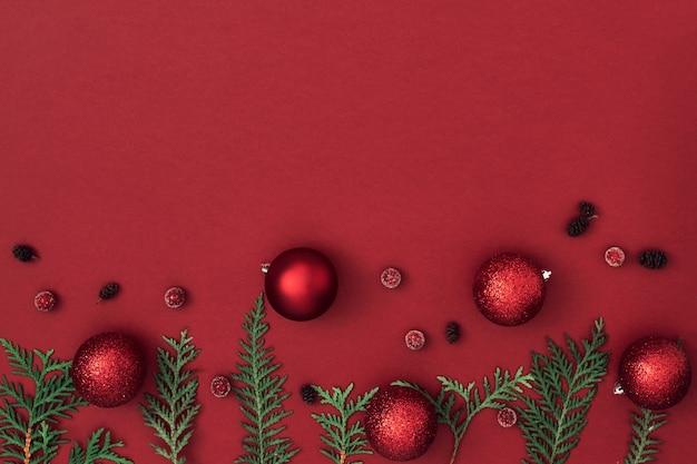 Новогодний, праздничный декор на красном фоне