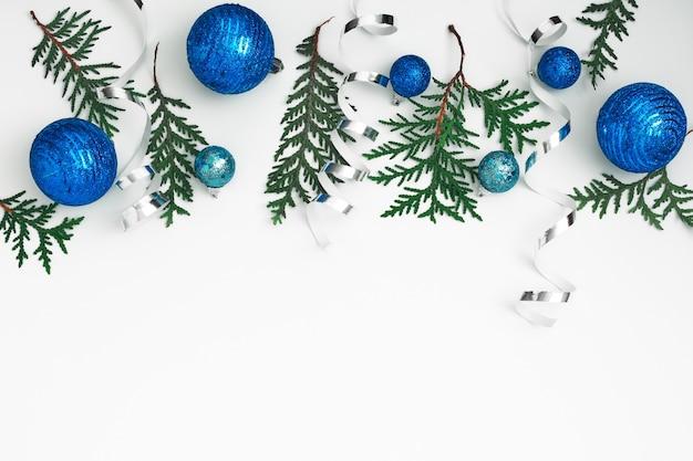 Новогодний, праздничный декор на белом фоне