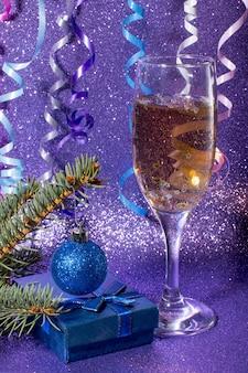 새해의 샴페인 한 잔 새해와 크리스마스