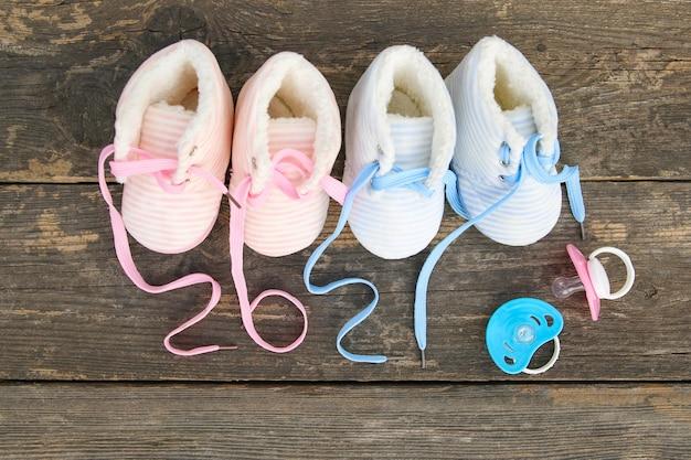 Новый год написано в детских шнурках