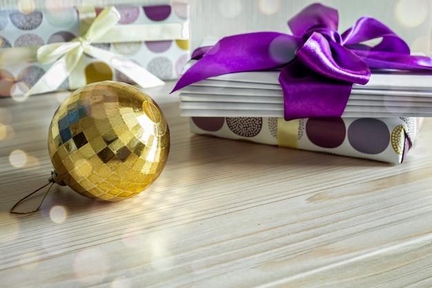 Новогодняя рождественская открытка с письмами деду морозу с фиолетовой лентой