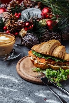 Новогодний завтрак с круассанами