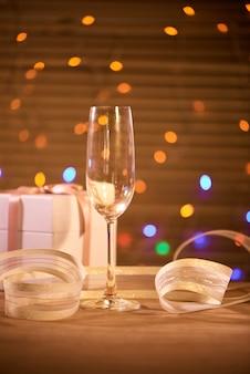 シャンパンで大晦日のお祝いの背景