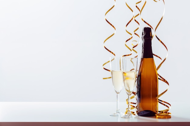 Новогодний праздник фон с шампанским