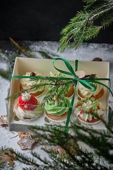 Новогодние подарочные наборы конфет коробка кексов на рождество