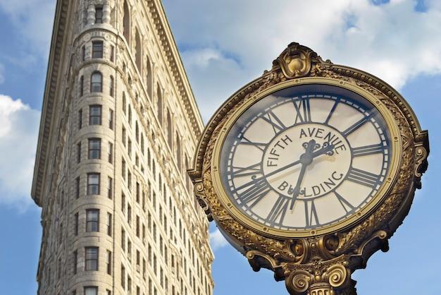 New york america may262014 뉴욕 건물 사이의 시계