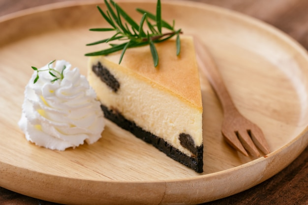 New york cheesecake with whipped cream