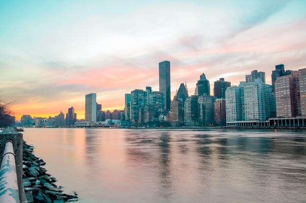 일몰 시 개념 동안 뉴욕시 파노라마 맨해튼 스카이라인