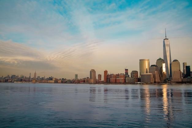 New york city panorama with skyscrapers in manhattan skyline