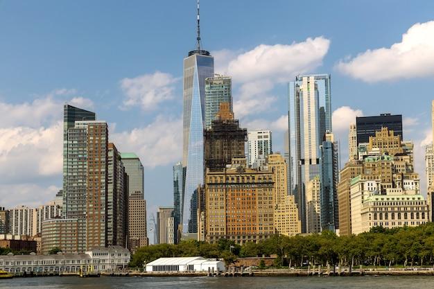 Горизонт нью-йорка с городскими небоскребами в деловом районе нижнего манхэттена