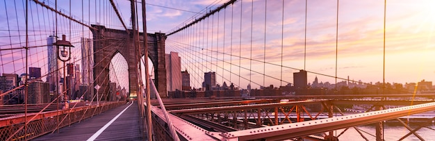 アメリカ、ニューヨーク市、有名なブルックリン橋の早朝 Premium写真