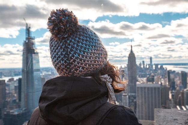 Нью-йорк, сша глядя на манхэттен с точки зрения вершины скалы в нью-йорке зимой