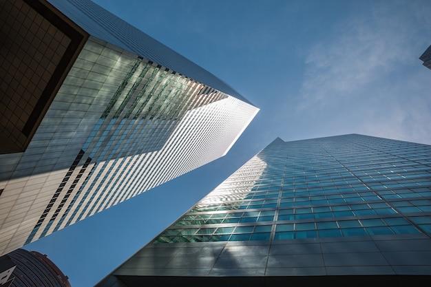 Нью-йорк, сша - 01 июня 2014: современная архитектура манхэттена. манхэттен - самый густонаселенный из пяти районов нью-йорка.