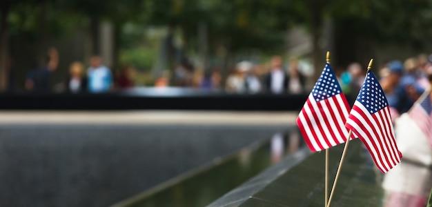 Нью-йорк, сша - 27 сентября 2015 г .: мемориал службы спасения 911 во всемирном торговом центре ground zero. мемориал был посвящен 10-летию теракта 11 сентября 2001 г.