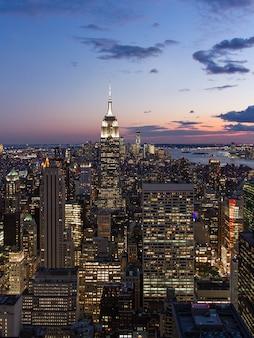 Нью-йорк с небоскребами на закате