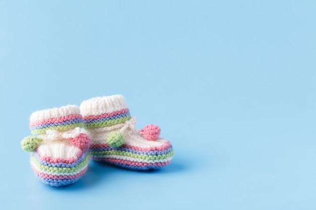 新生児アナウンスベビーブーツコピースペースと青
