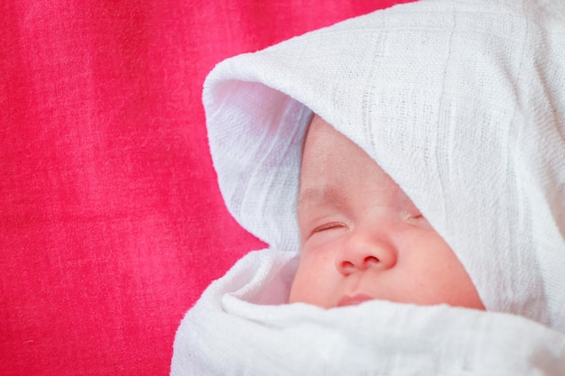 Newborn baby boy Premium Photo