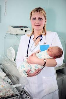 출산 센터 및 의사의 신생아