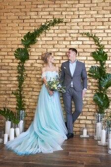 新婚夫婦、結婚式前の愛情のあるカップル。男と女はお互いを愛しています。