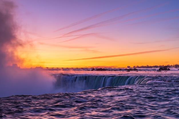 Вид на ниагарский водопад с канадской стороны