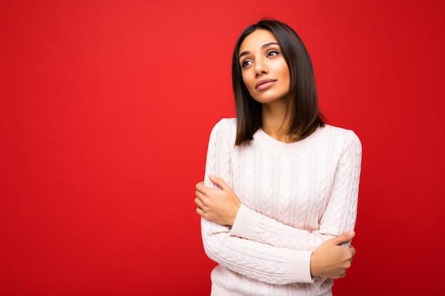 素敵な魅力的な素敵なかわいいかわいらしい悲しい動揺悲しみの茶髪の女性