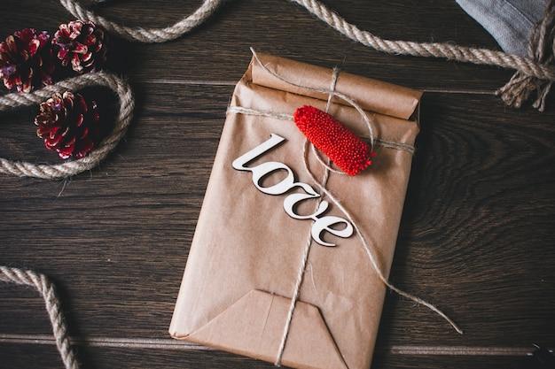 Pacchetto di nizza con la parola amore