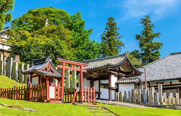 Нигацу-до, зал храма тодай-дзи в наре, япония.